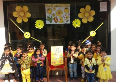 01-yellow-day-montessori
