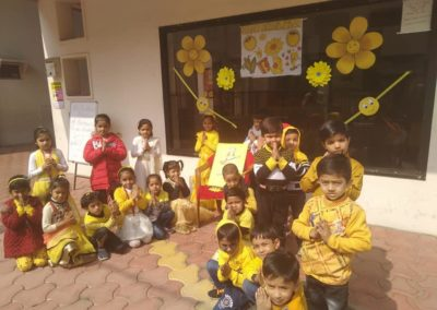 02--yellow-day-montessori
