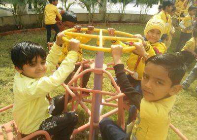 09-yellow-day